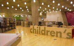 西雅图公共图书馆促销台设计图