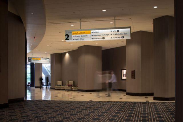 CBD写字楼吊挂指示牌设计案例吊挂指示设计图