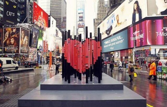 纽约时代广场情人节心形装置
