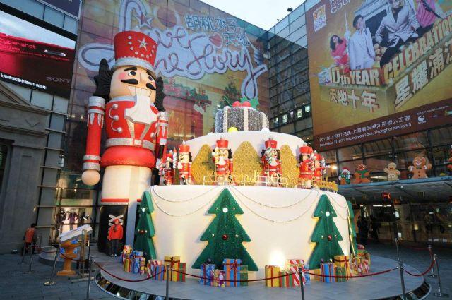 商业广场圣诞美陈案例广场陈列设计图