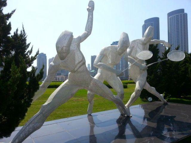 广场巨型创意雕塑艺术欣赏广场陈列设计图