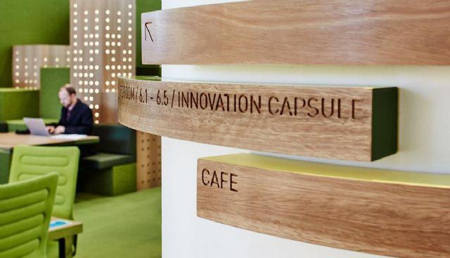 标杆性商务楼导视系统设计木质标牌设计图