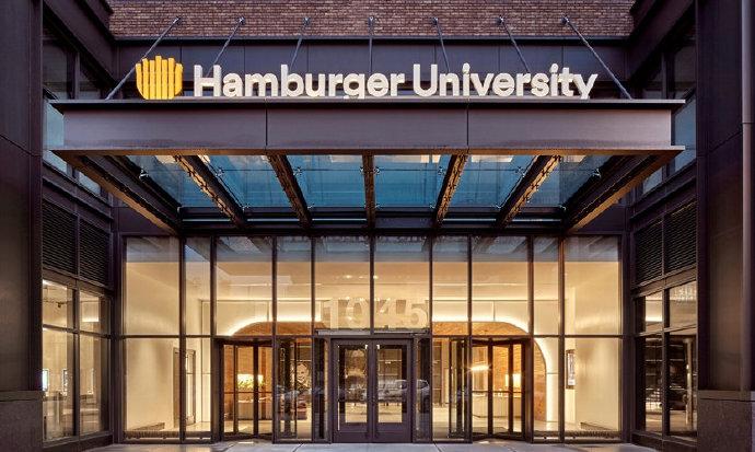 美国芝加哥麦当劳全球总部大楼导视与体验图形